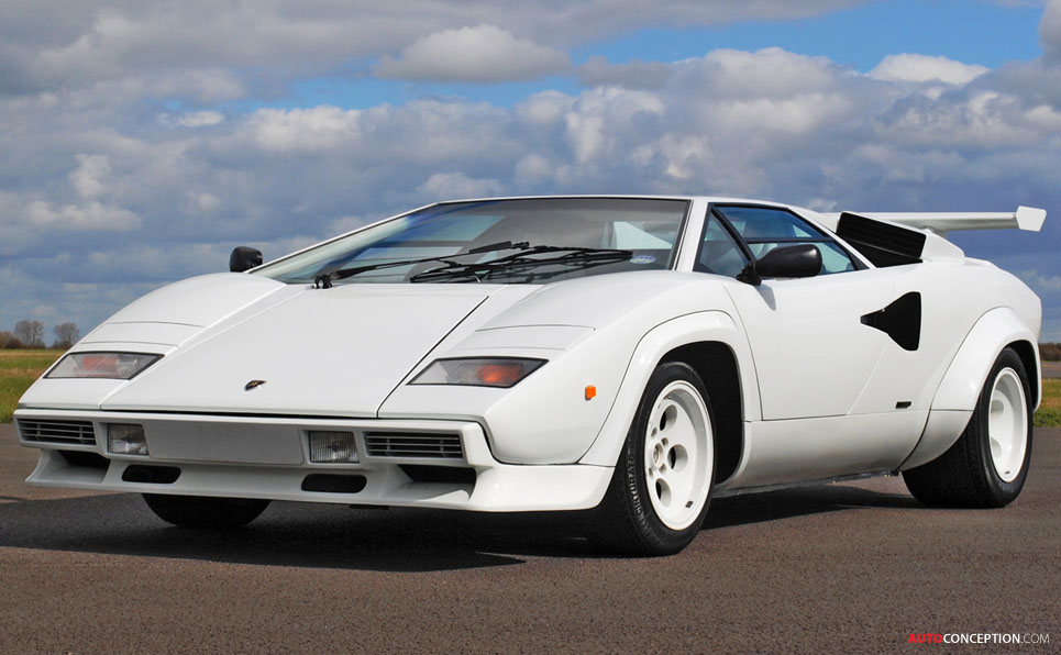lamborghini countach sets record auction price. Black Bedroom Furniture Sets. Home Design Ideas