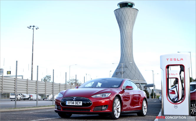 Tesla Opens First Supercharger in Scotland
